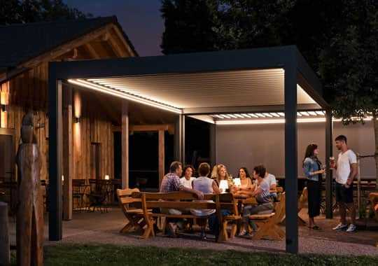 Lamaxa Feier im Garten mit Beleuchtung